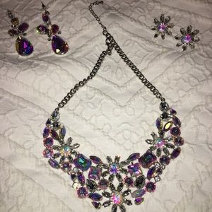Jewelry - Quality crystal 2 earrings & necklace set
